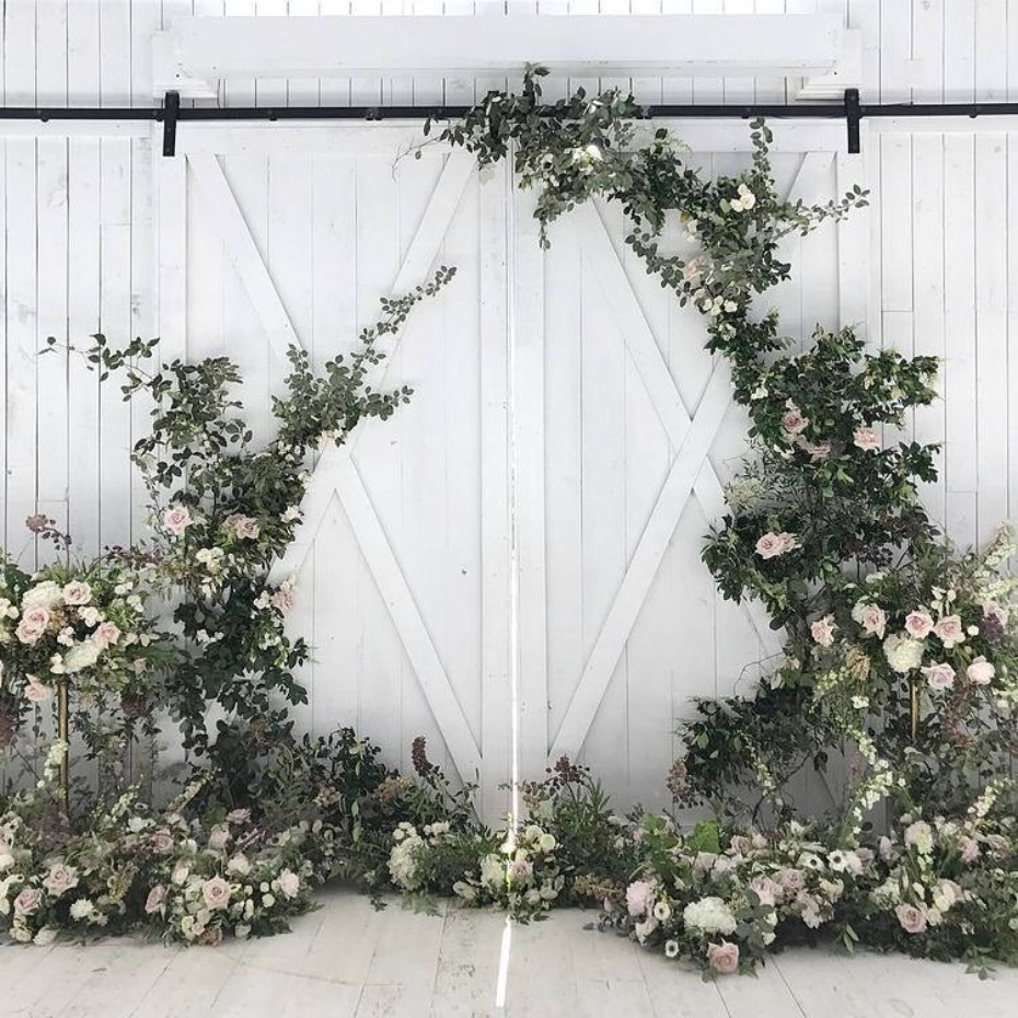 Barn door ceremony inspiration - @harperarrow