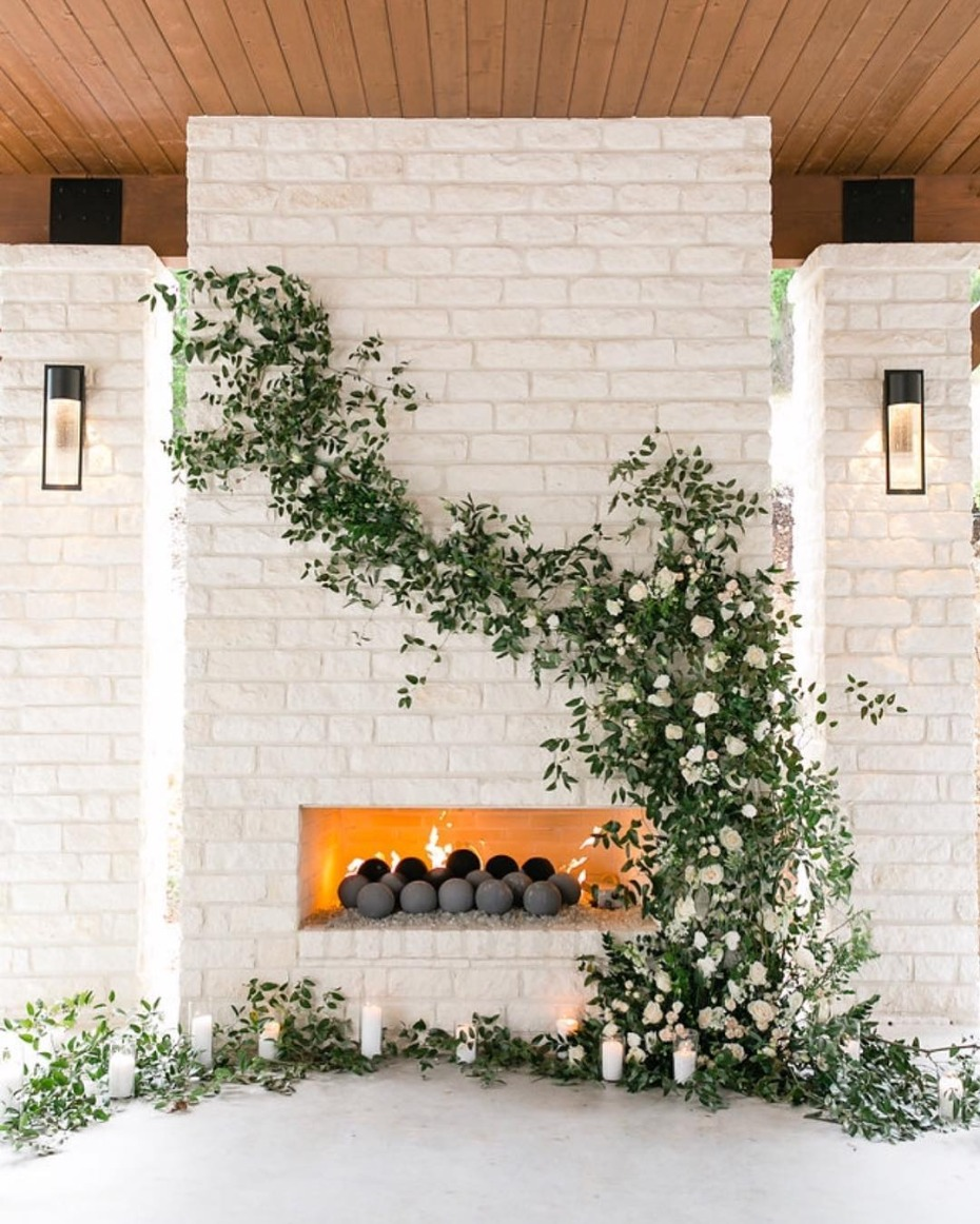 White brick face floral ceremony inspiration - @sweetlaurelevents