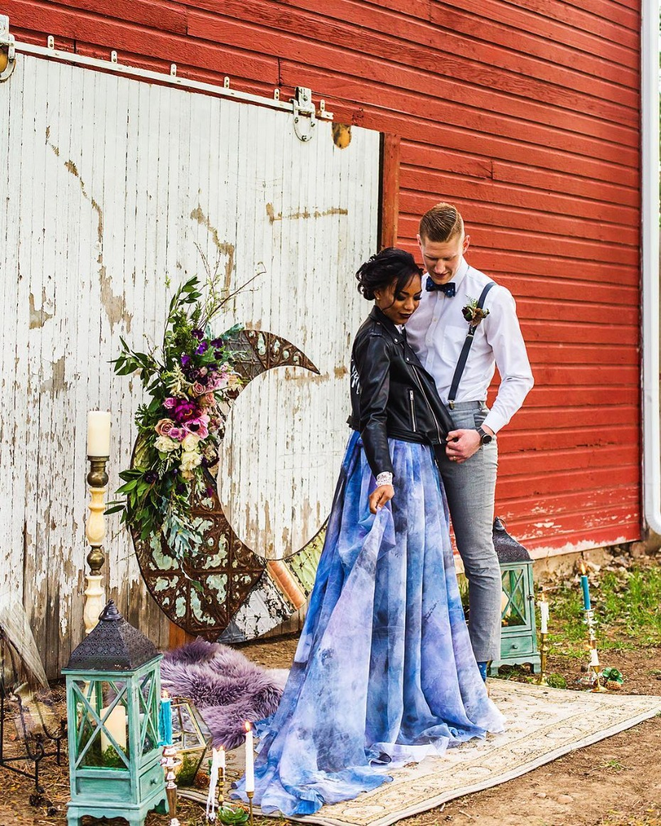 Barn ceremony backdrop inspiration - @moodyblueevents