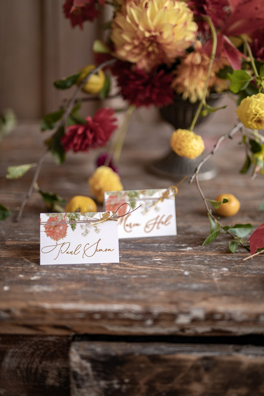 Table place cards with flowers