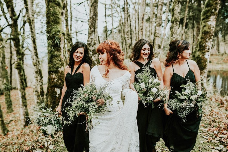 bridesmaids-in-black-photo-from-iheartazazie