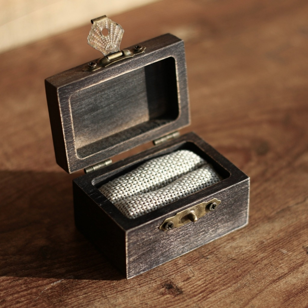 Personalize this rustic wedding ring box with your own message on top of the lid. Most brides underestimate the importance of a unique
