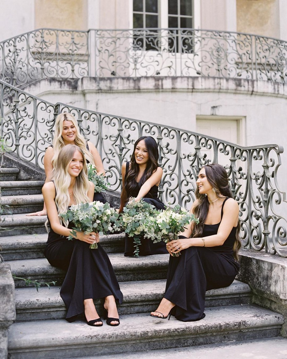 bridesmaids-in-black-on-stairs-from-showmeyourmumu