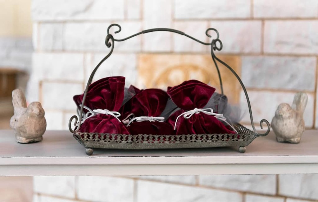 ▪Red velvet favors with style for guests is priority on a such elegant rustic christening. Thank you for your trust once again