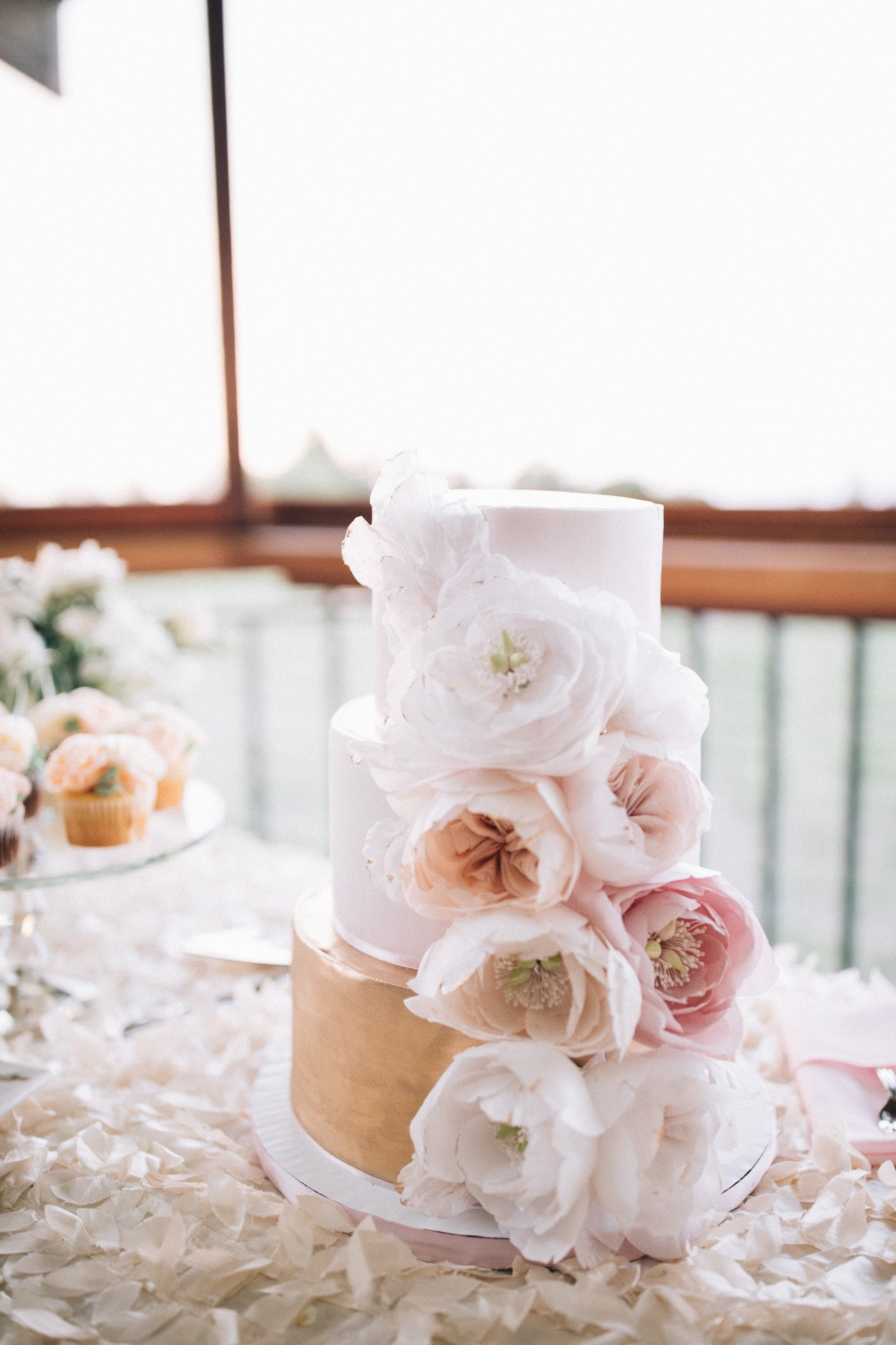 gold and blush wedding cake