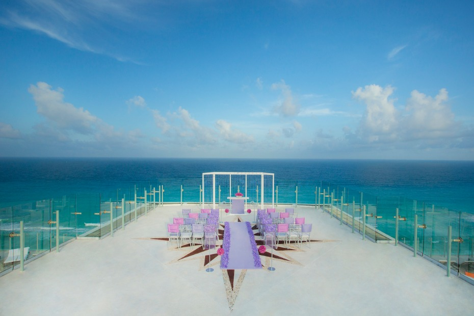 Sky wedding deck at Palace Resorts
