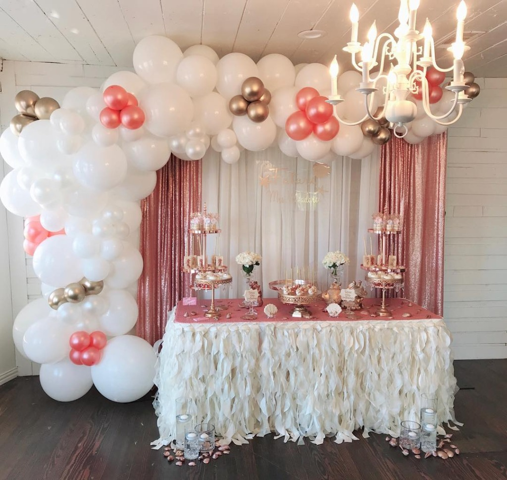 Opulent Treasures Dessert Stands will spotlight your sweet celebration! We offer a gorgeous selection of cake stands, dessert stands