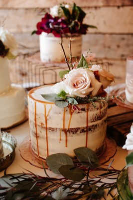 How to Have an Industrial Chic Wedding with Six Wedding Cakes
