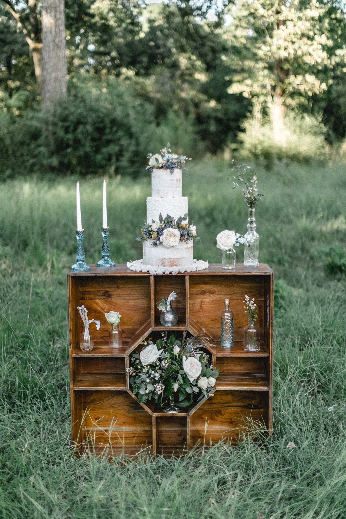 wedding cake table with a vintage boho vibe