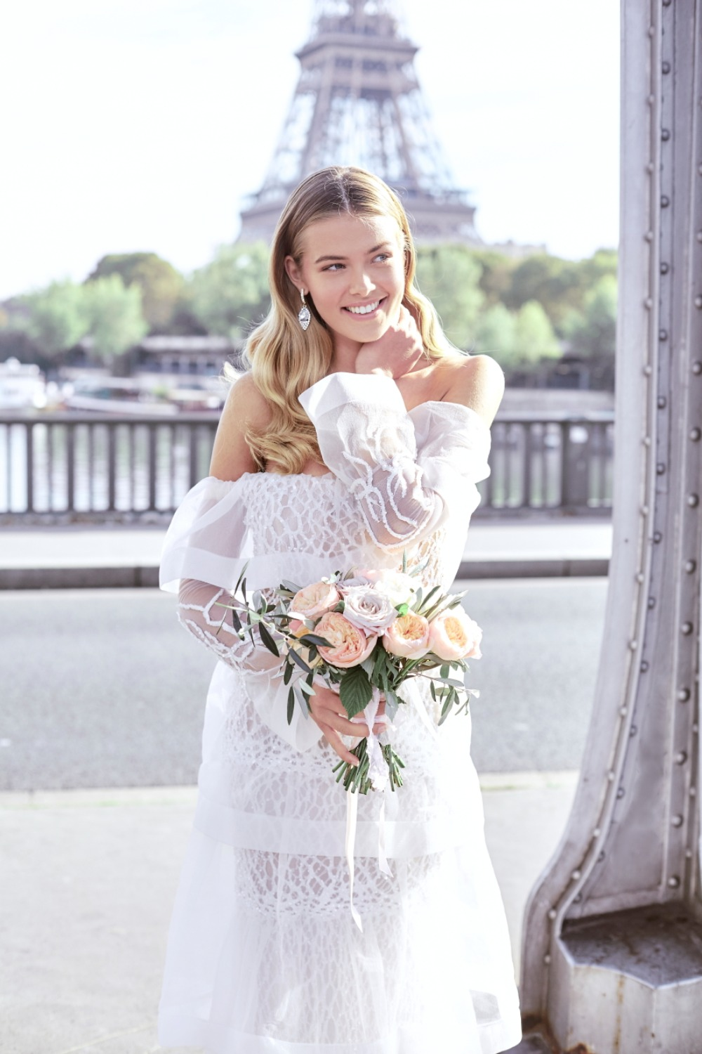 Gorgeous bridal look in Paris