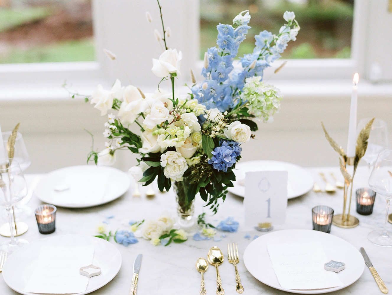 white blue and gold wedding table