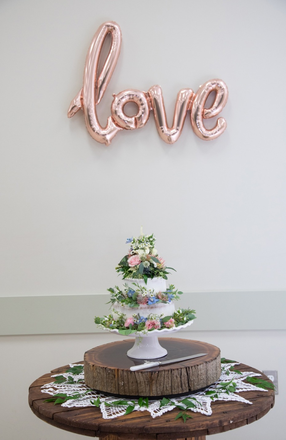 sweet shabby chic wedding cake display