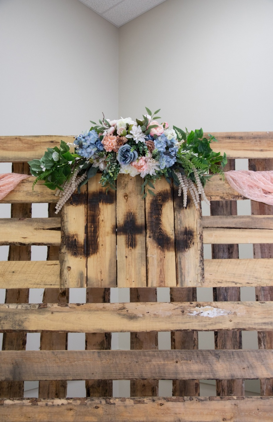 shipping palette wedding decor