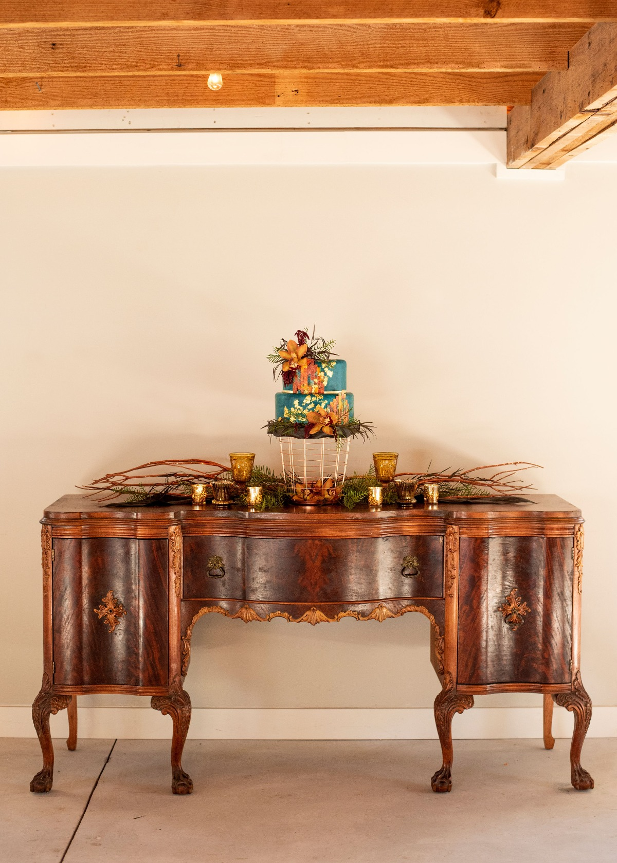 Vintage cake table idea