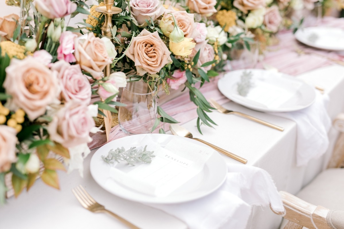 blush and gold wedding table place settings