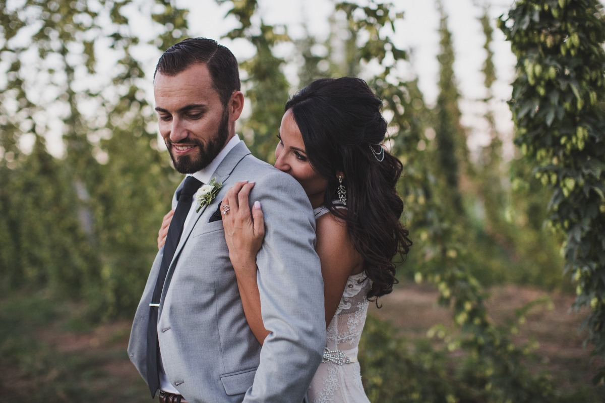 wedding photos in a hop field