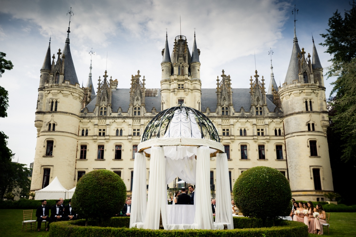 wedding ceremony at Chateau Challain