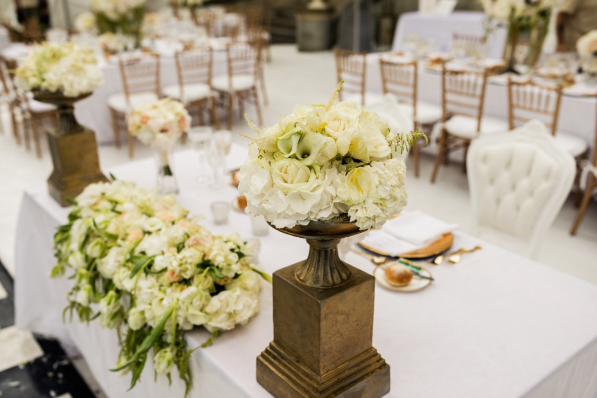 white wedding floral sweetheart table decor