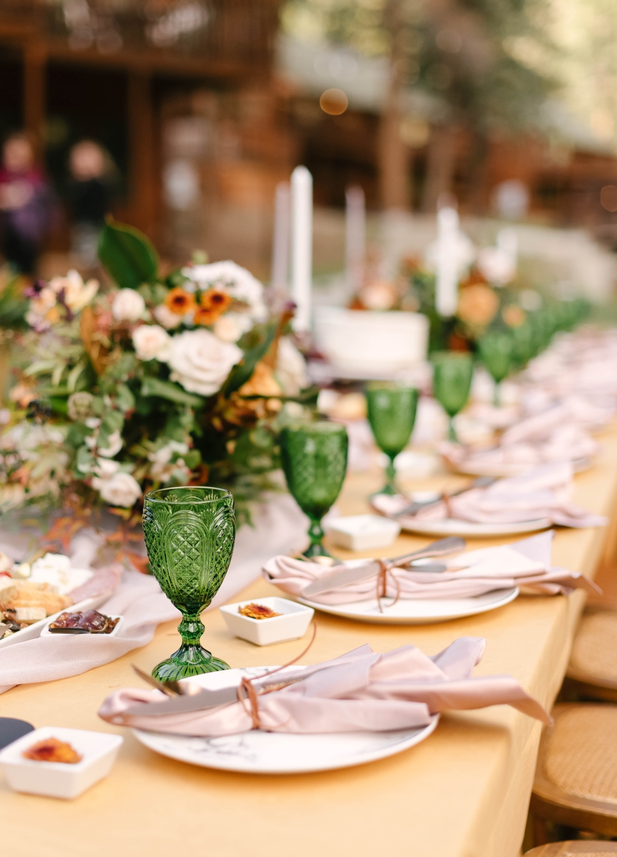 gold and green wedding table decor