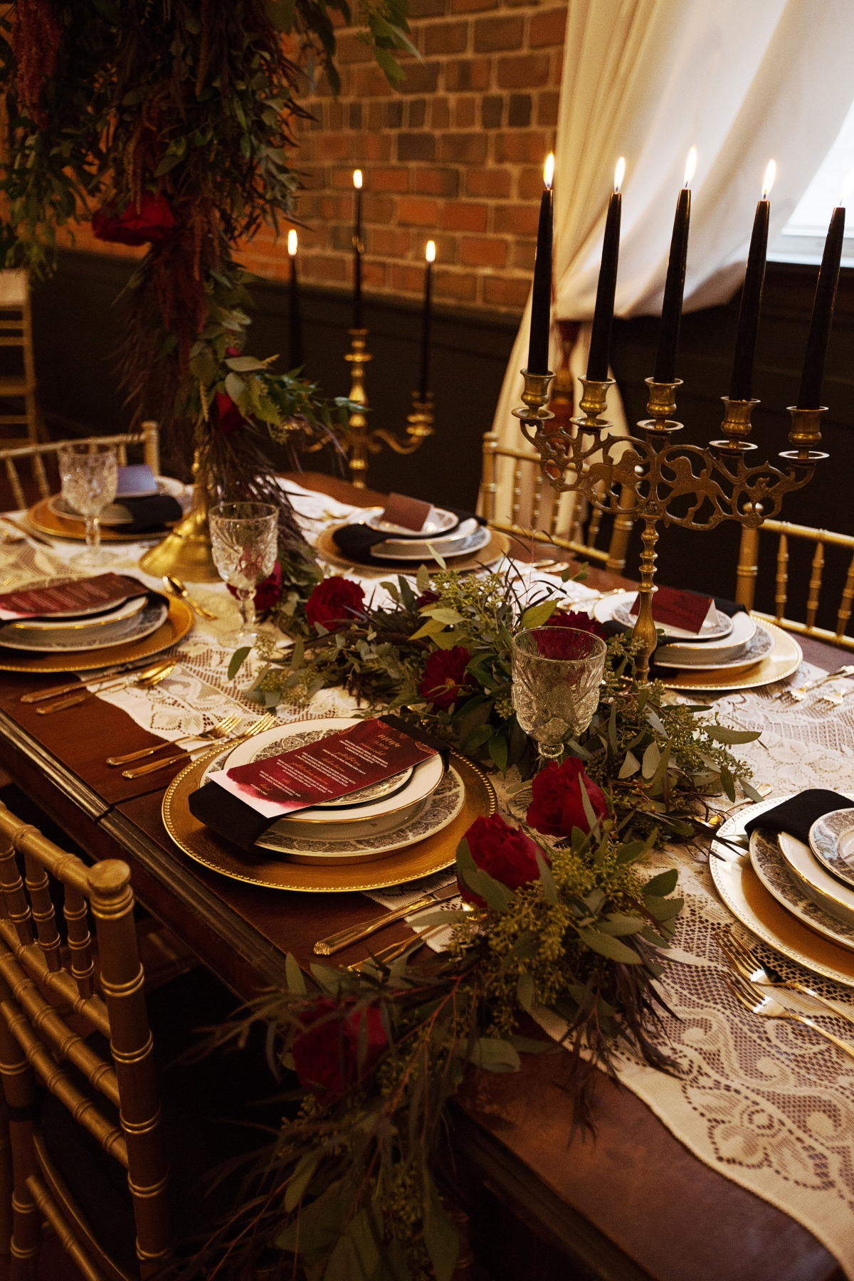 winter season wedding table decor in gold and burgundy