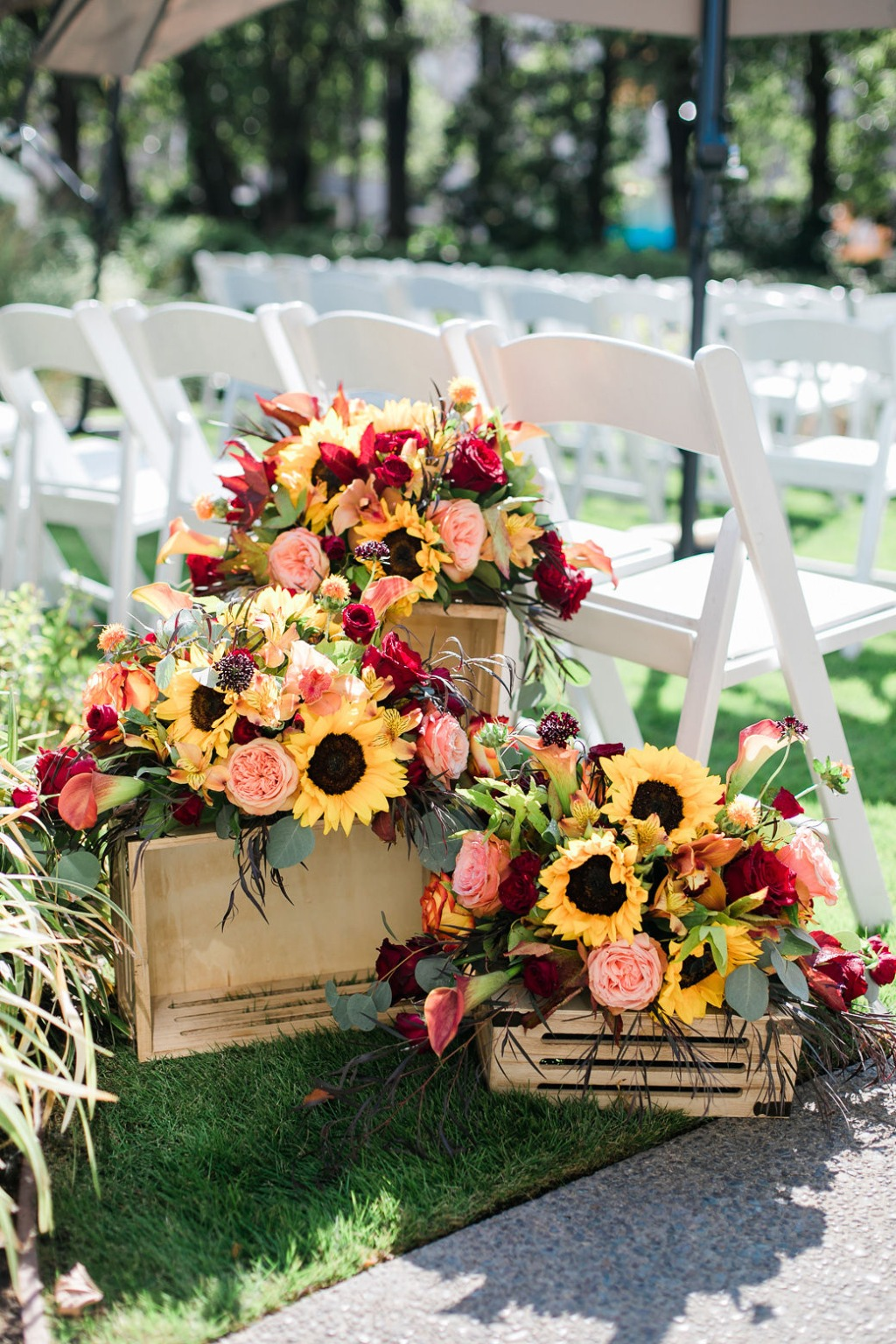 Happy Thanksgiving! The warm colors in these florals are definitely setting the tone for this cozy fall-inspired wedding!