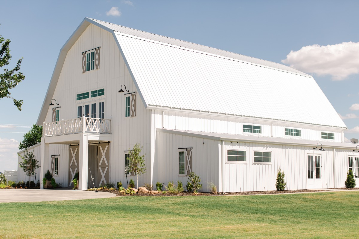 White barn wedding in Texas