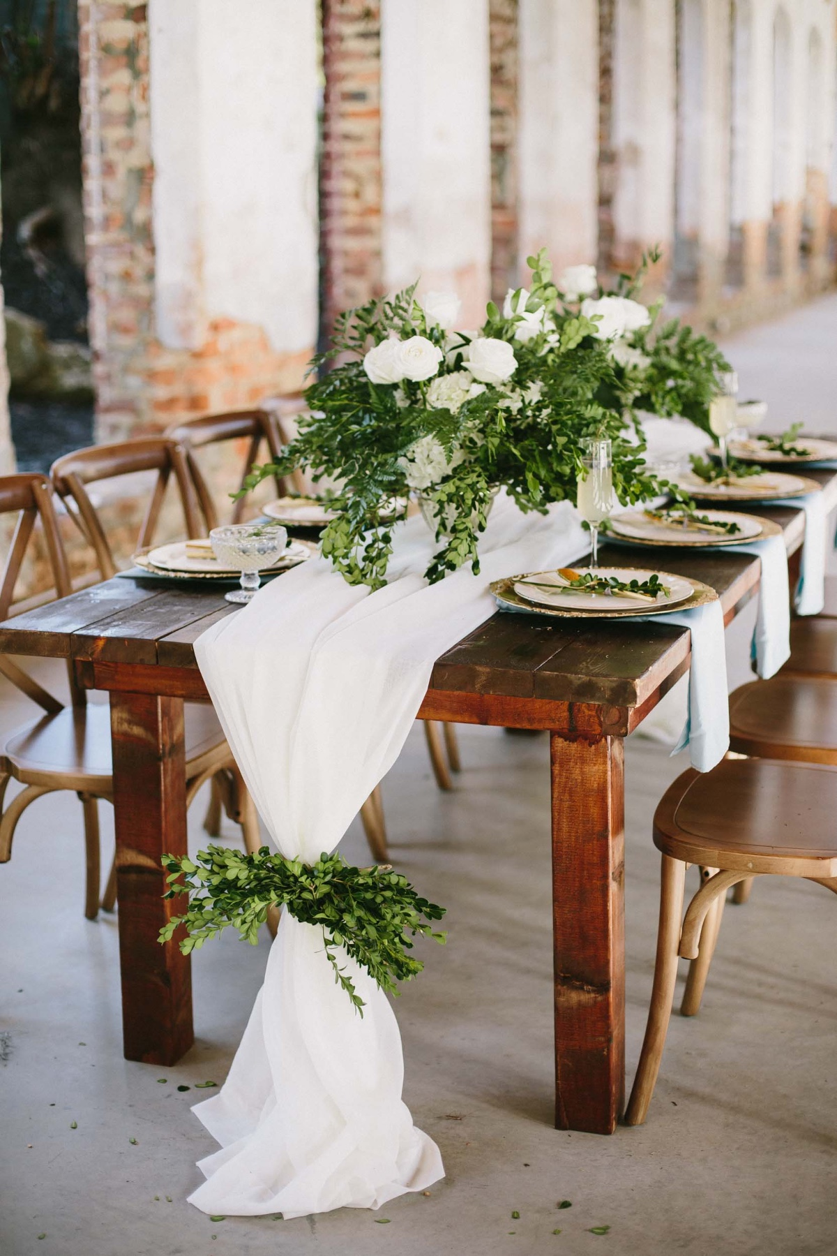 simple and chic white and gold wedding table