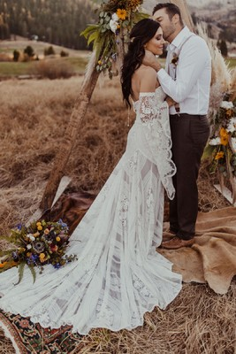 If Becca & Garrett Got Married RN We Could See Boho I Dos Done Right
