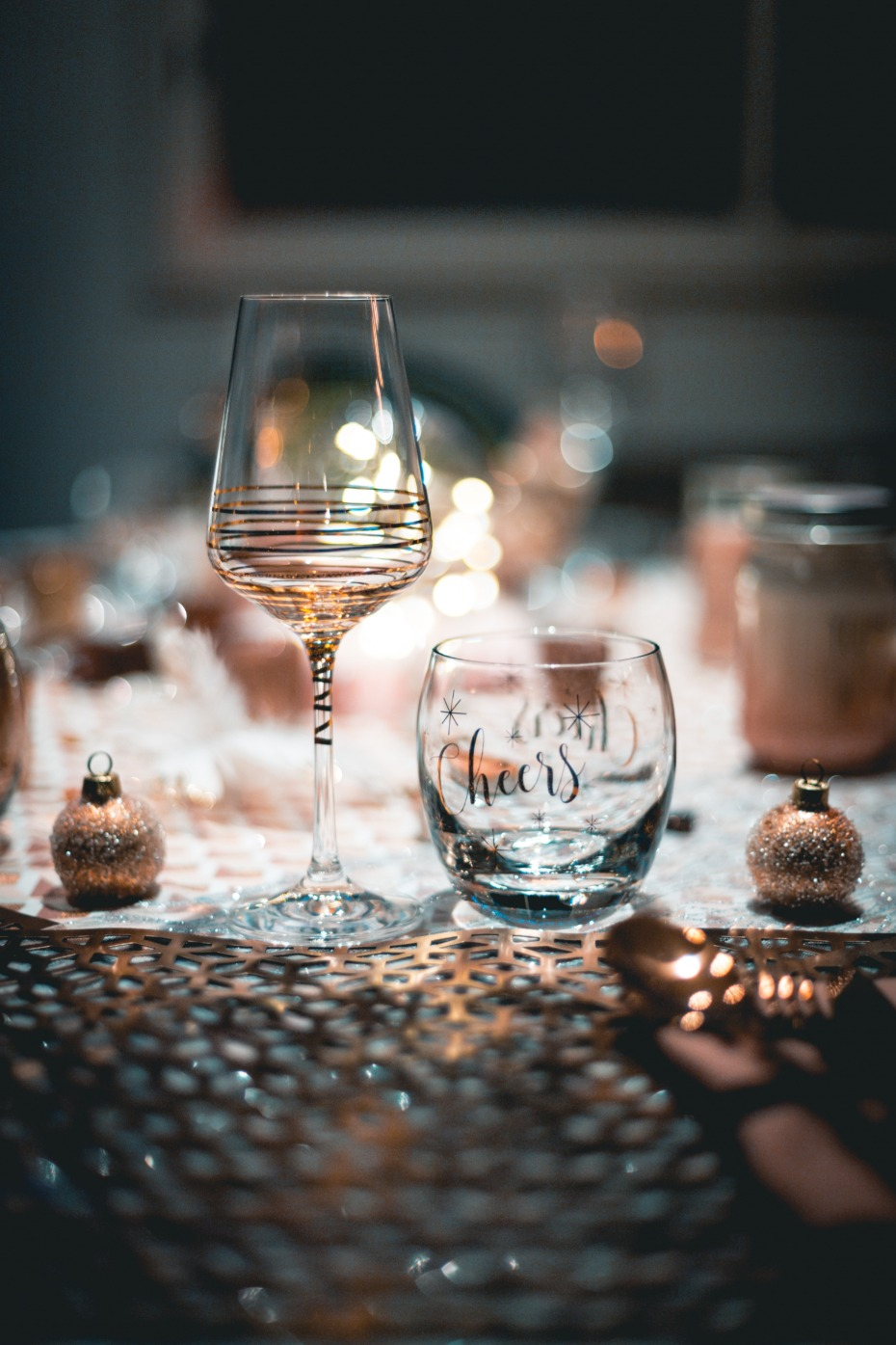 festive holiday table decor
