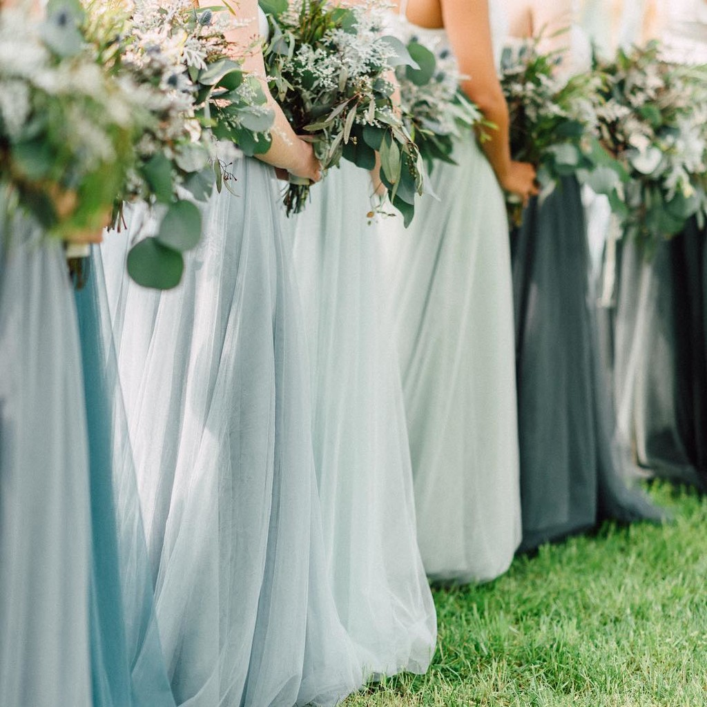 Gimme all the gorgeous greenery and bridesbabes in green.💚