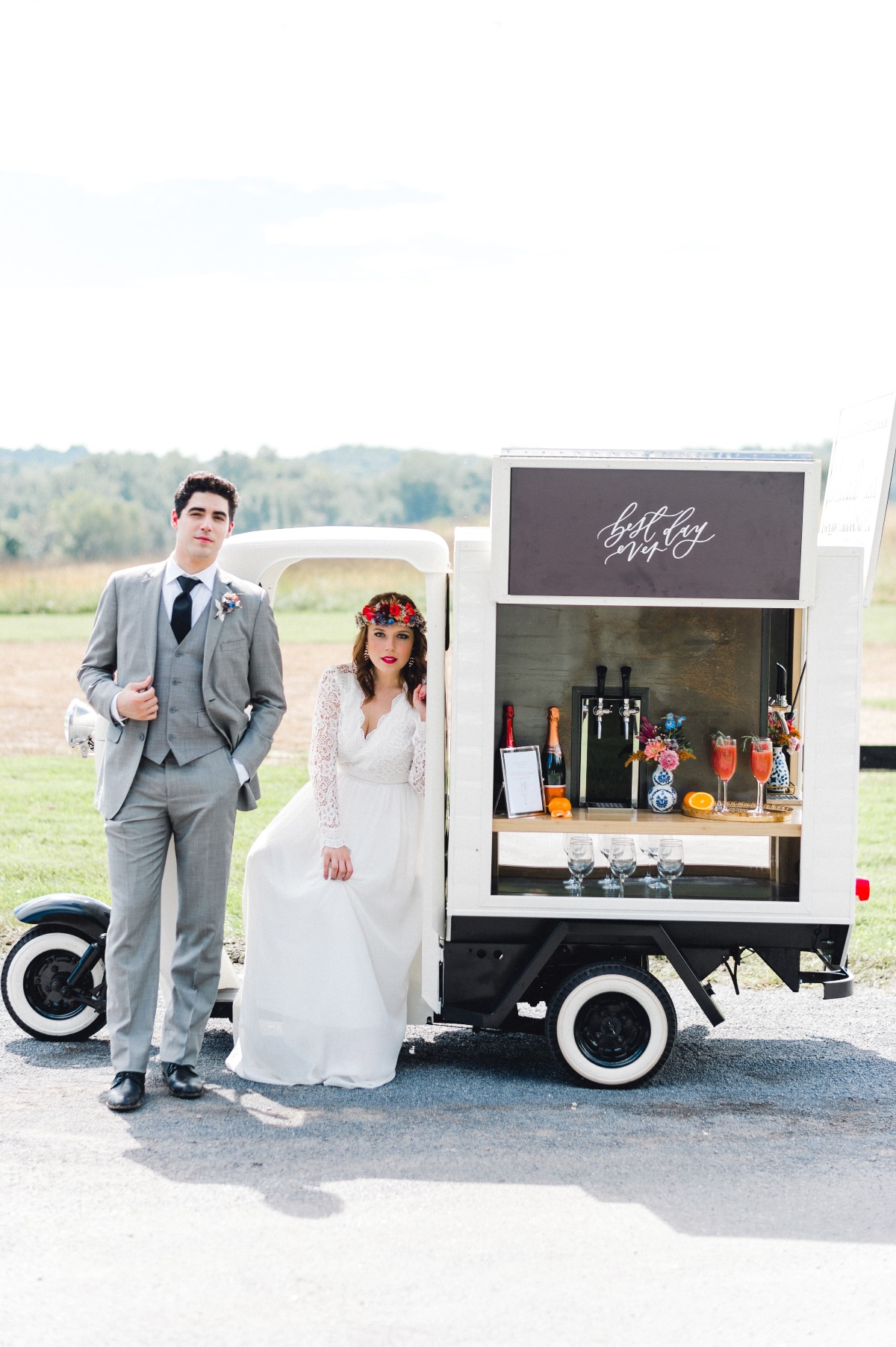 Mobile cocktail station for weddings