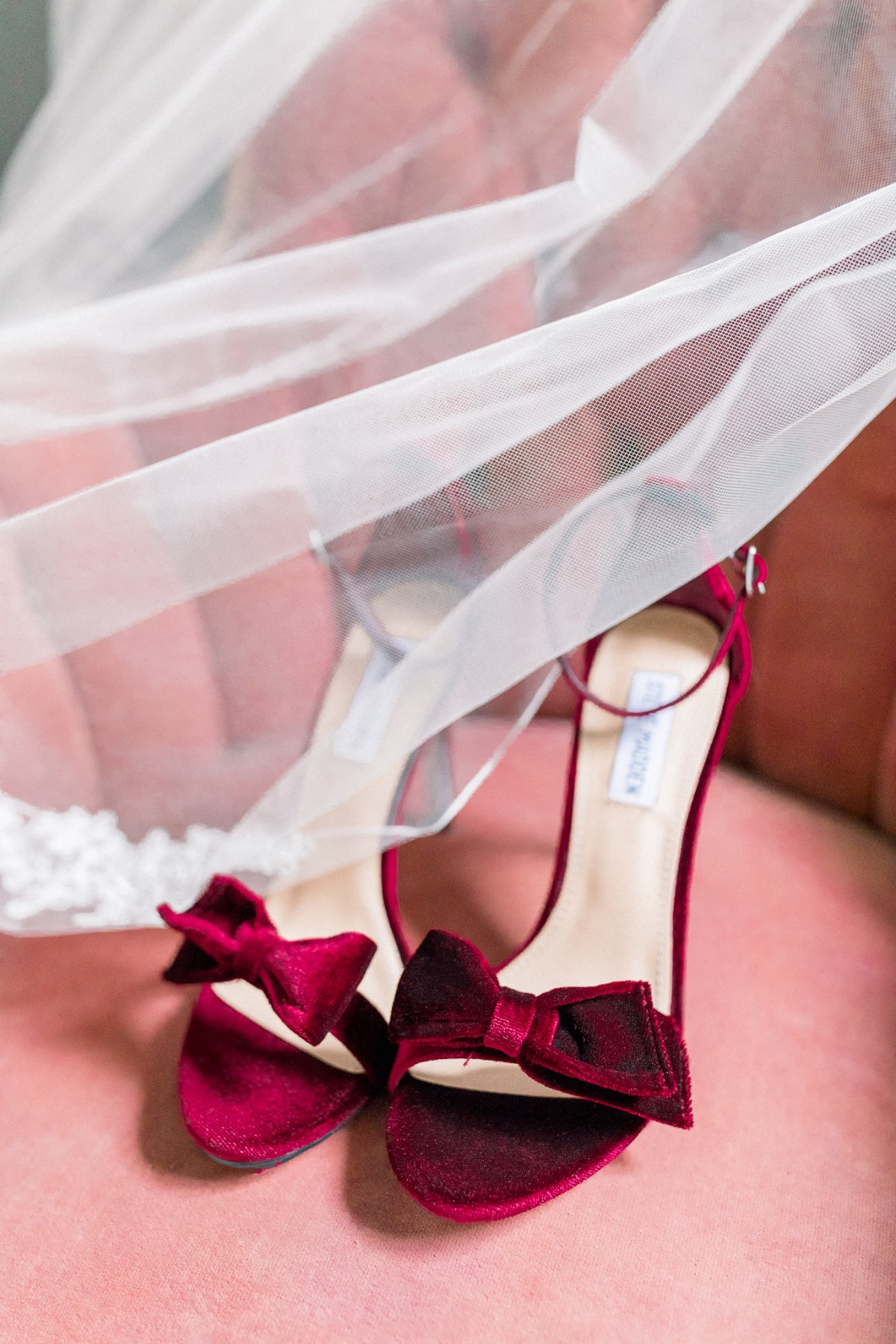 Red velvet heels with bows