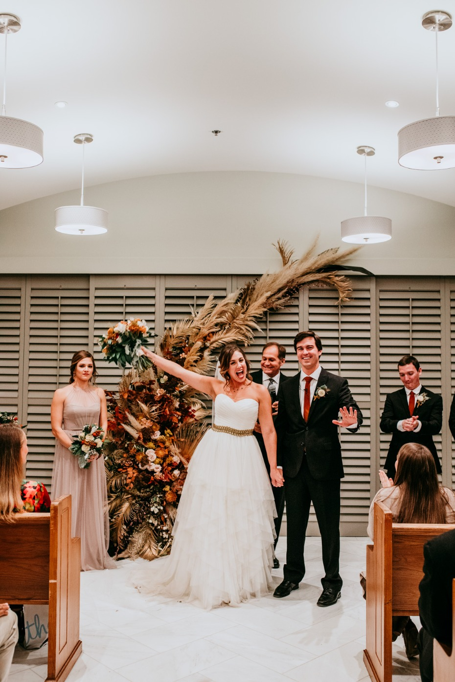 Autumn-inspired ceremony decor