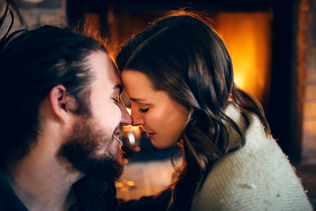 Winter is here, and it's one of the most magical times of the year. This cozy lifestyle session by the fireplace is the perfect inspiration