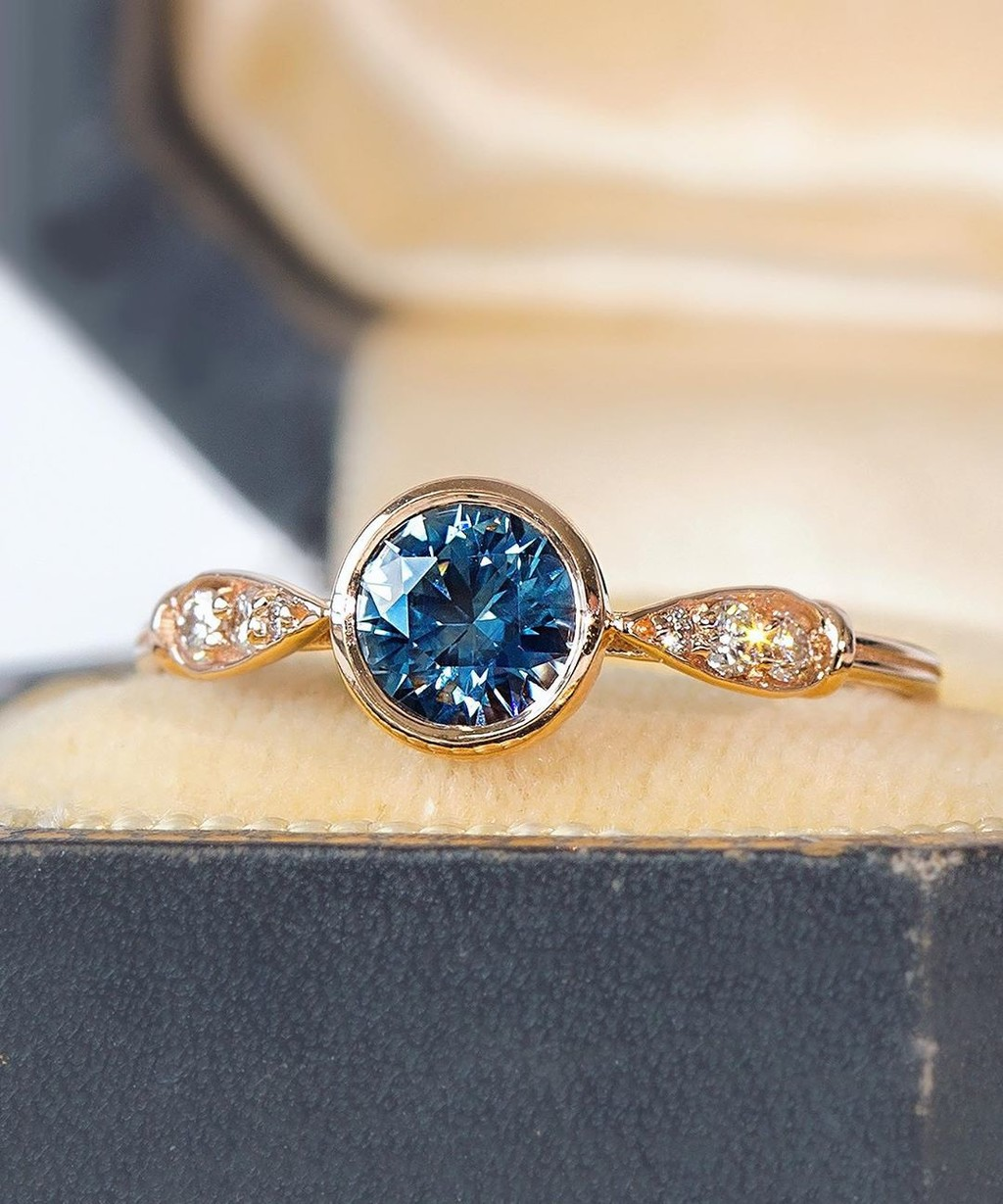 💙 Describe this ring with a word beginning with the letter B