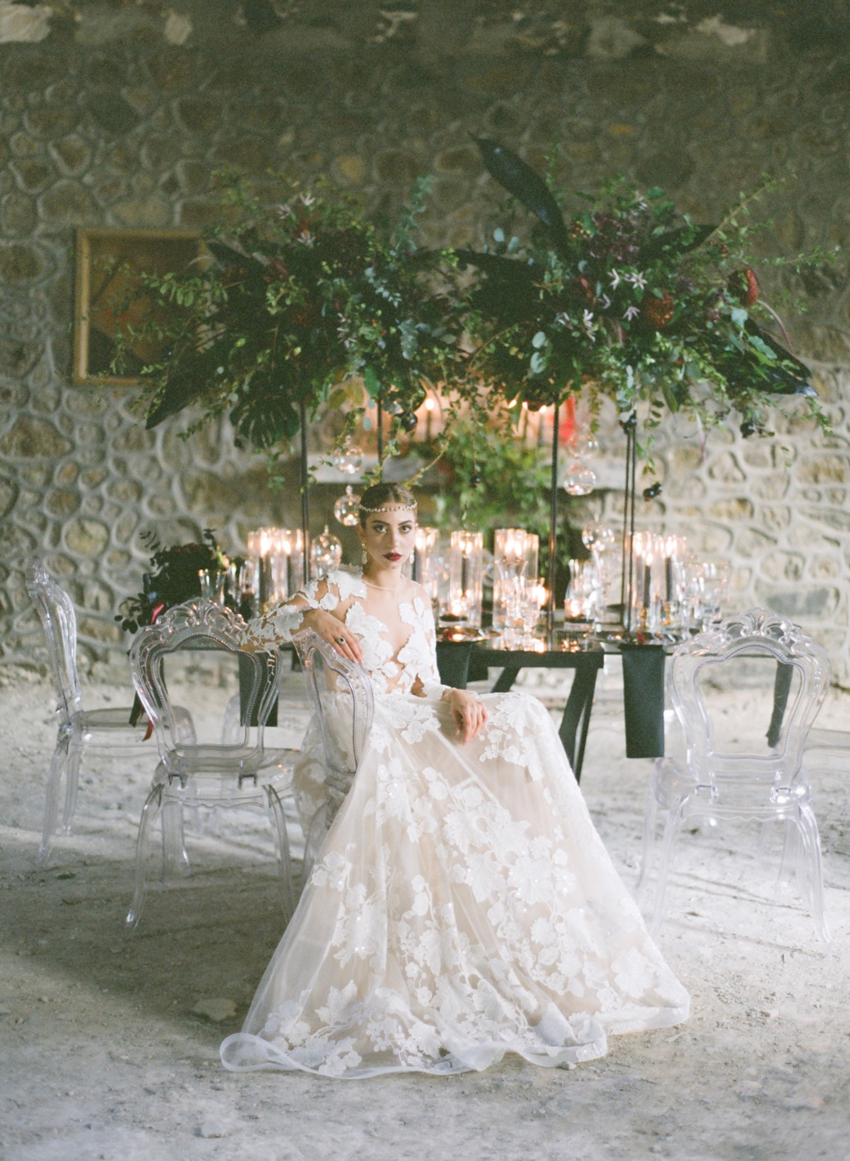 dramatic romantic wedding table for the winter