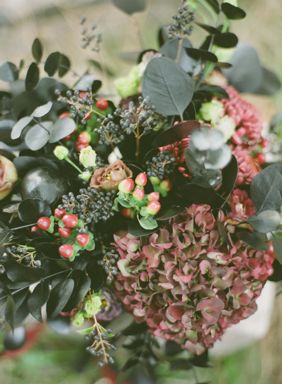 dark red and black wedding flowers