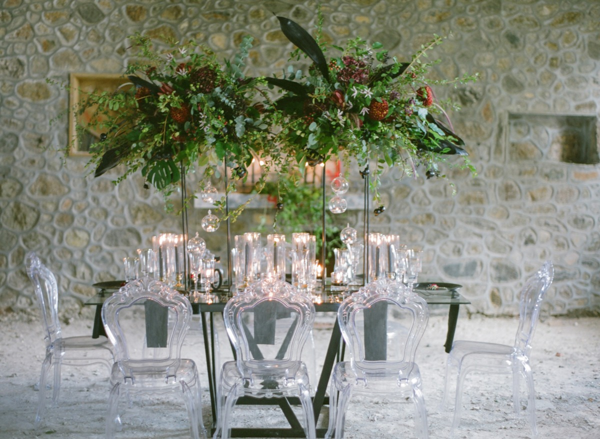 winter dramatic wedding table idea