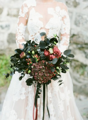 How To Look As Fabulously Dramatic As Your Winter Wedding