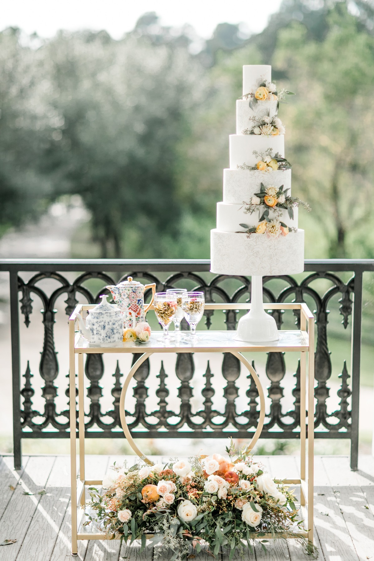 cake and cocktail table
