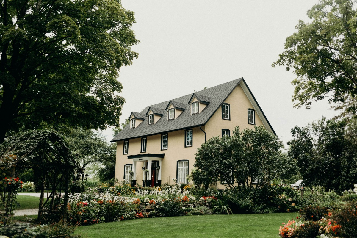 sweet farm house wedding venue