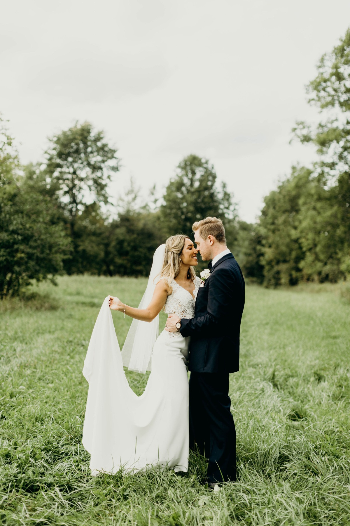 sweet bride and groom wedding photo idea