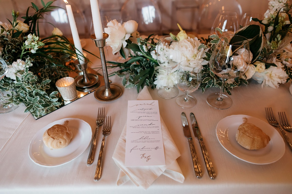 Simple and chic wedding tablescape