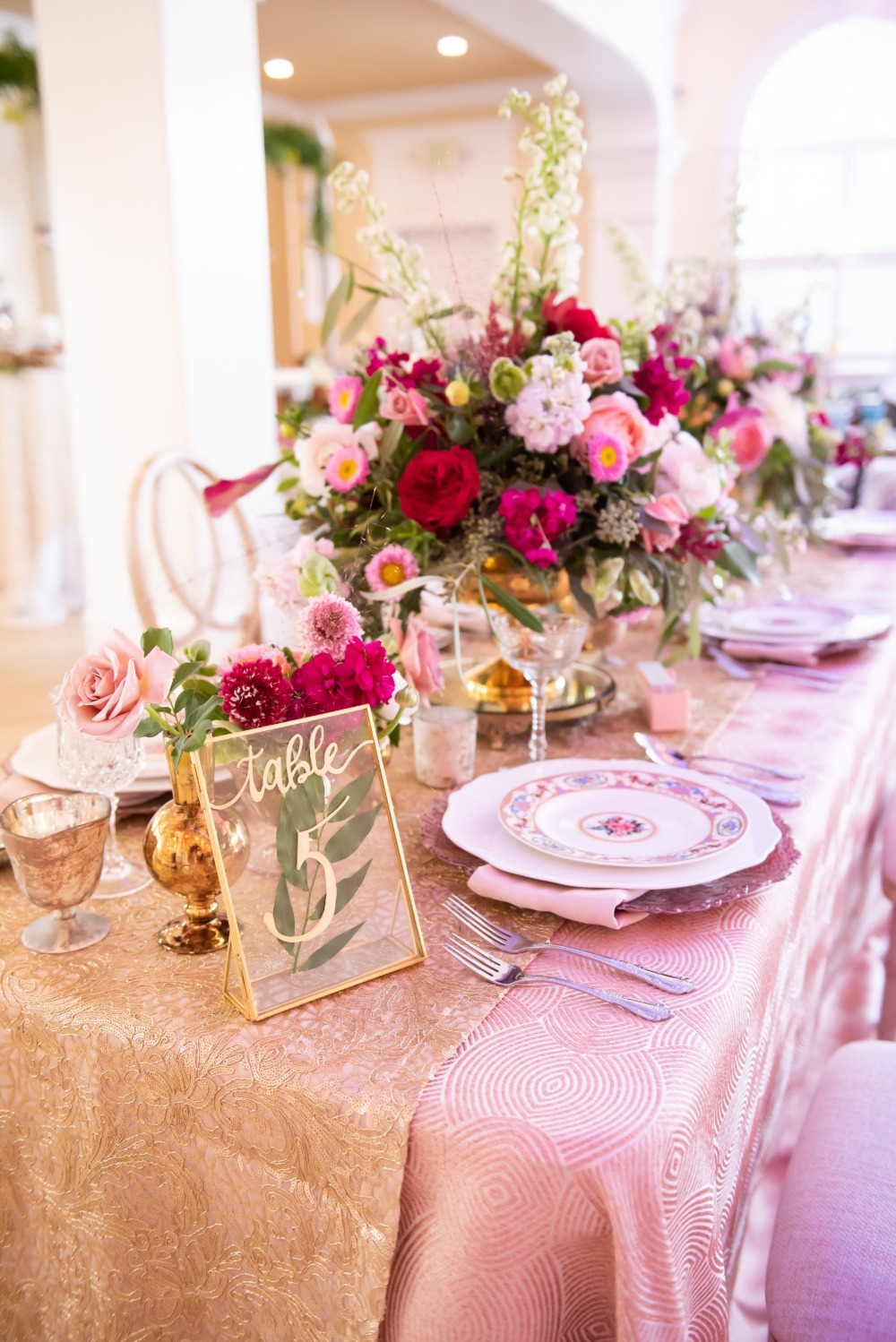 glam gold and pink wedding table