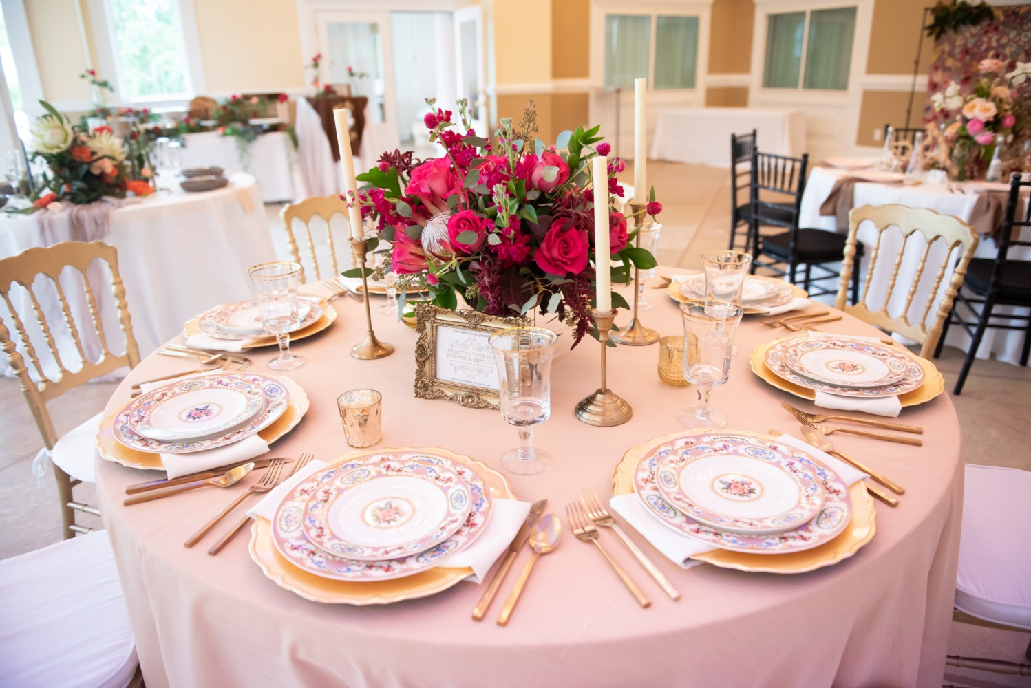 wedding table in gold and pink