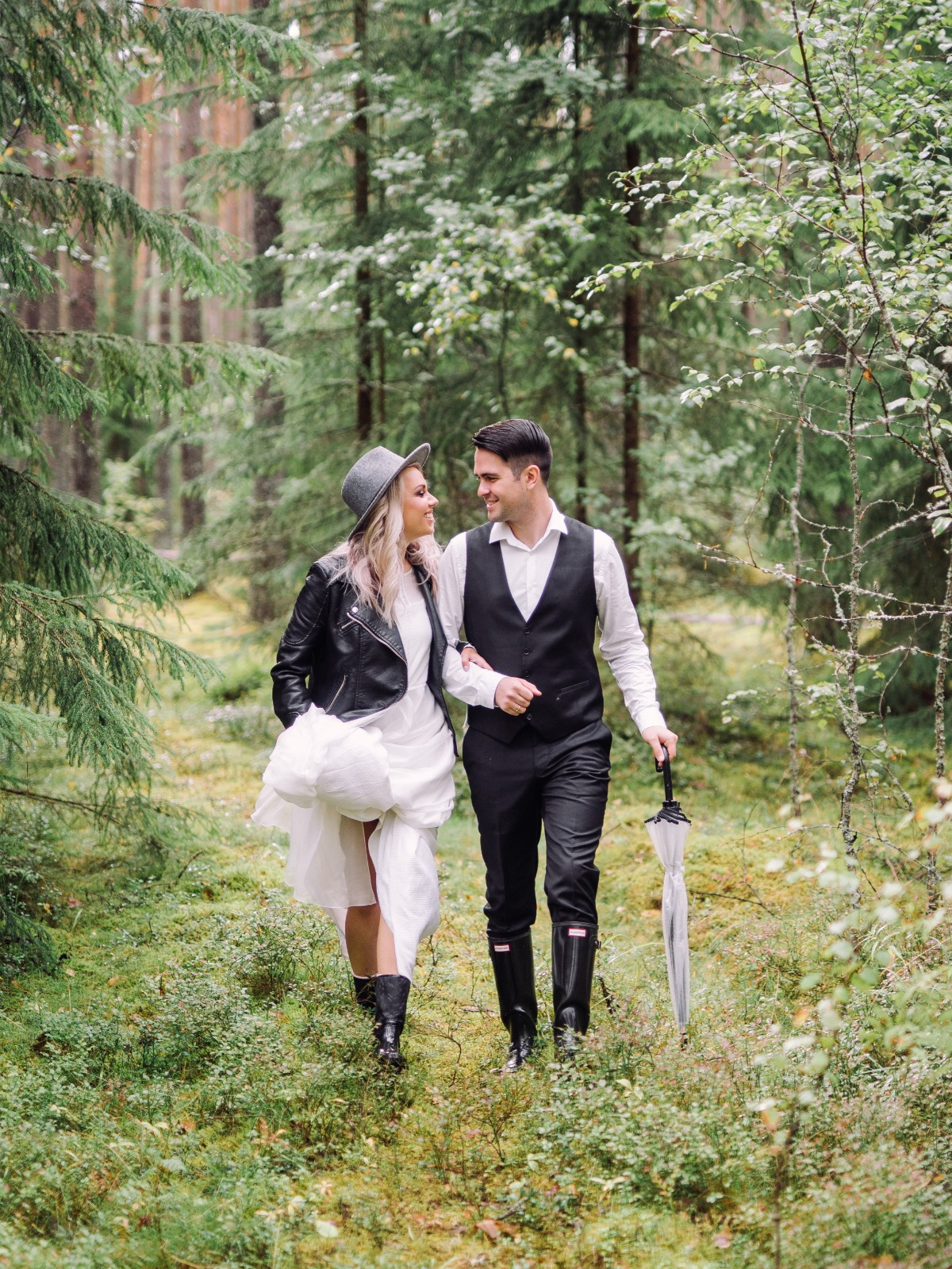 wedding couple in the forest with a new age vibe