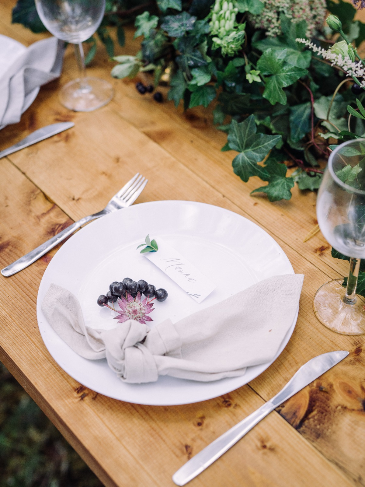 rustic fun wedding place setting