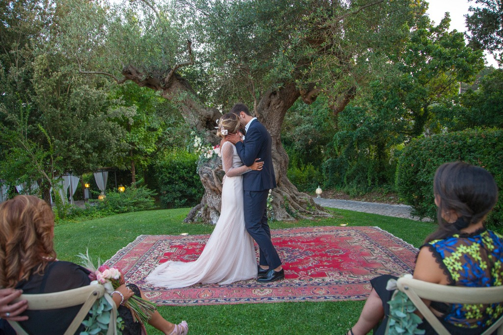 Your romantic wedding using the wonderful olive tree as a scenario?