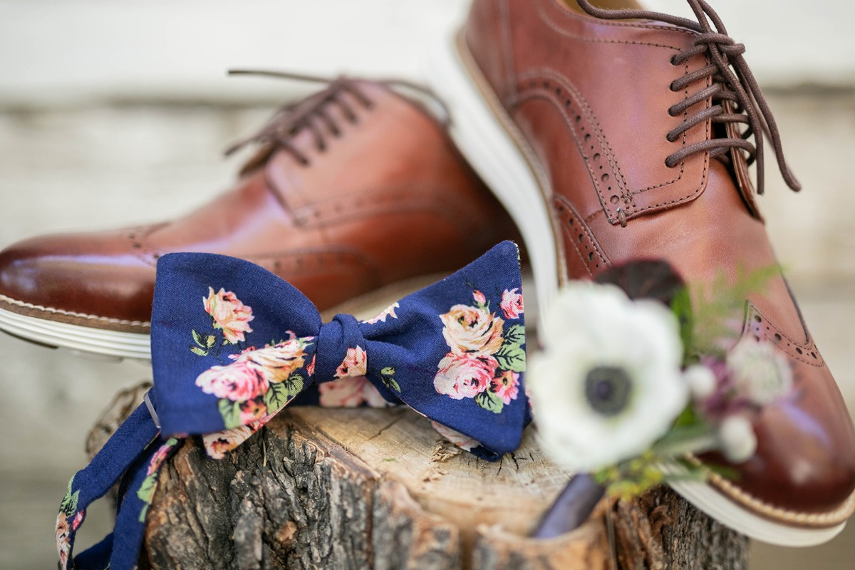 floral bow tie for the groom