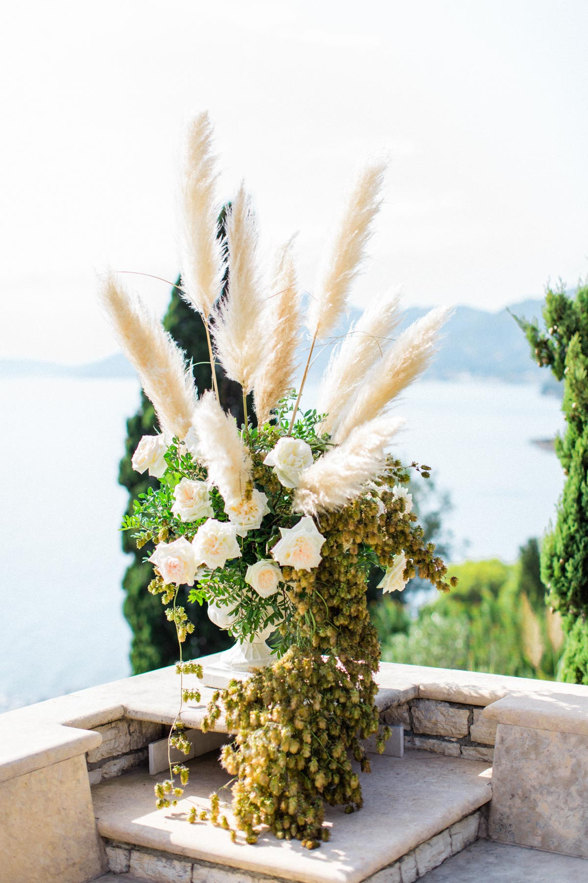 modern and chic wedding florals